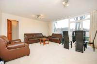 Flat to rent in Gordon Road, W5