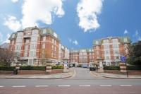 Flat to rent in Haven Green Court, W5