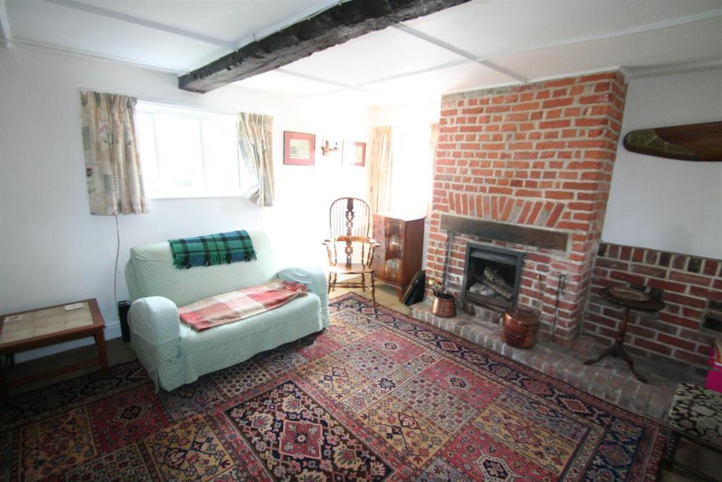 Flint Cottage-sittin