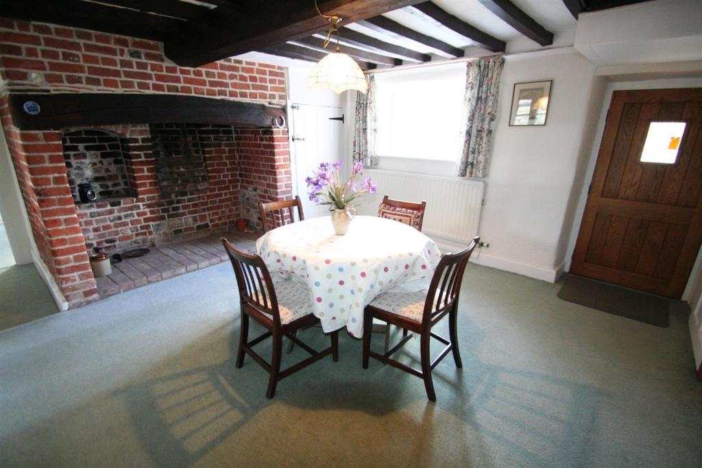 Flint Cottage-dining