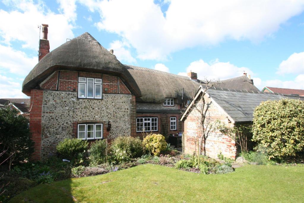Flint Cottage-rear.j