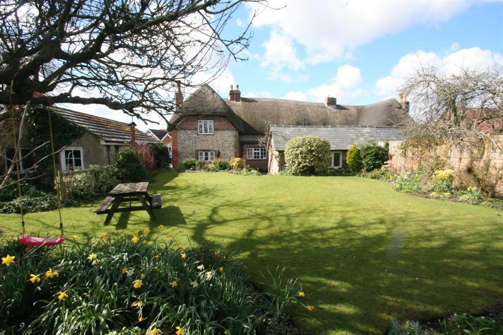 Flint Cottage-garden