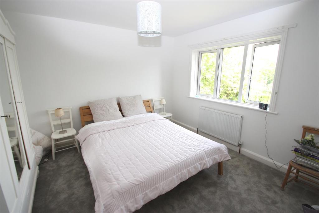 Dial House-bedroom.j