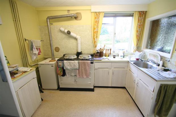 Meadow View-kitchen.