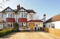 5 bed property in Stanford Close, Ruislip...