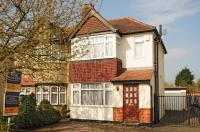 3 bed house in Sussex Road, Ickenham...