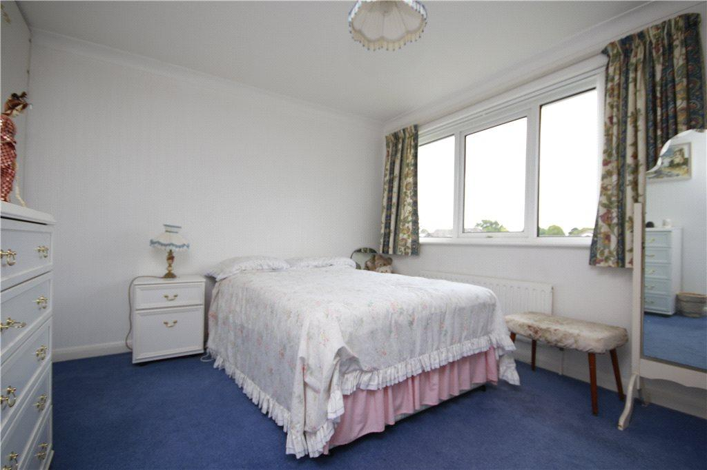 06 Bedroom