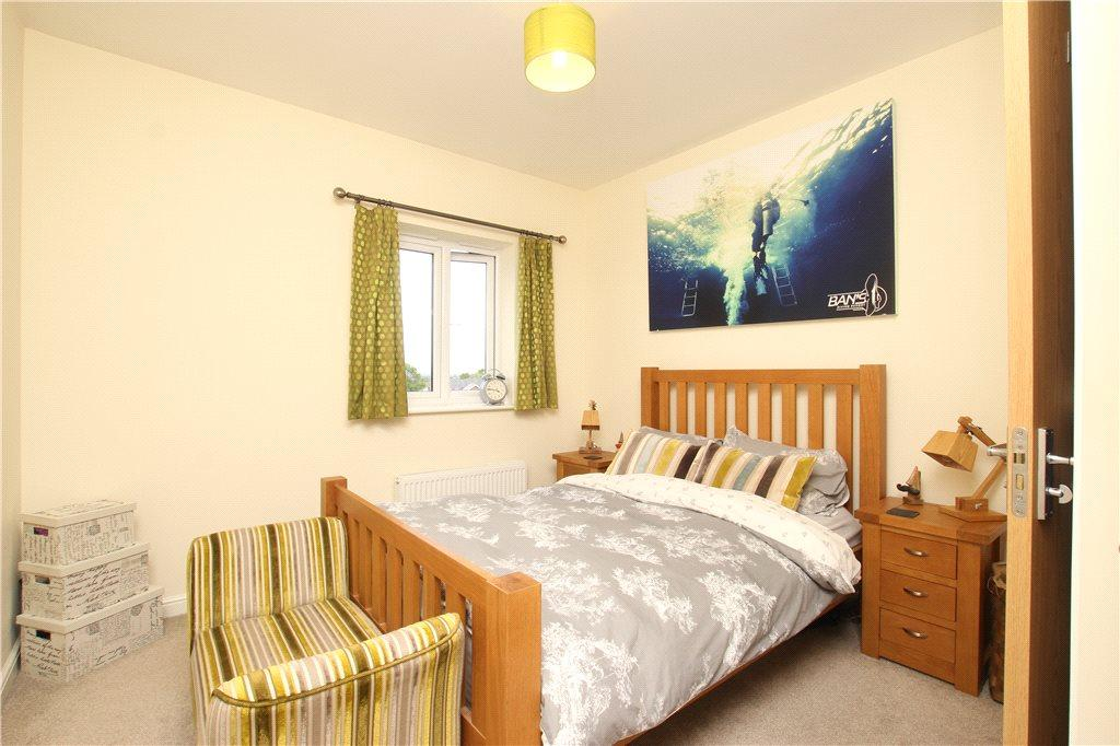 2 Bedroom Apartment For Sale In Stirling Court 54 Bracken Way Malvern Worcestershire Wr14 Wr14
