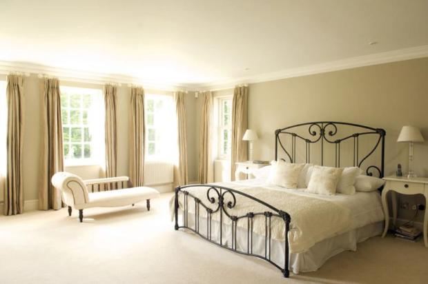 12. Georgian Mansion - main bedroom