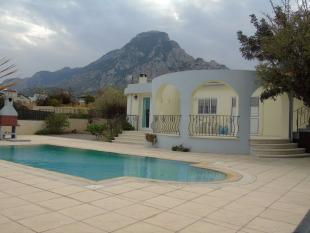 4 bed Bungalow for sale in Karsiyaka