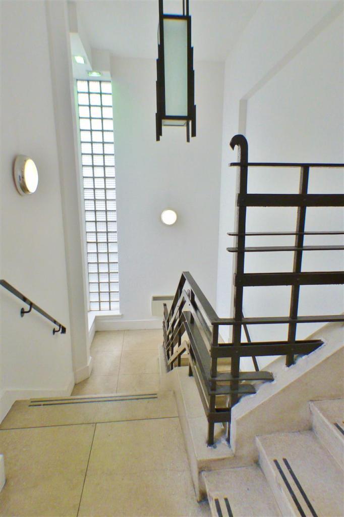 Entrance Close