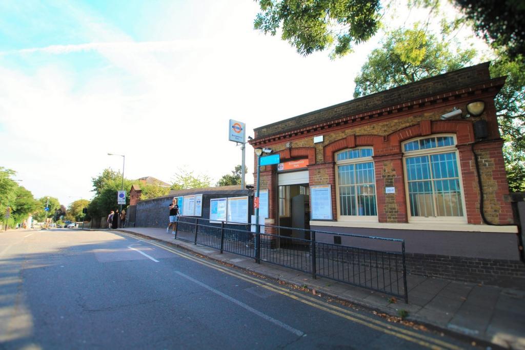 Brondesbury Station