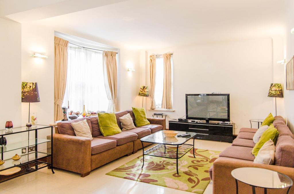 bedroom apartment to rent in queens court queens way w2
