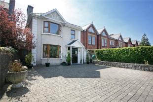 3 bedroom Detached home in The Elms, Ennis Road...