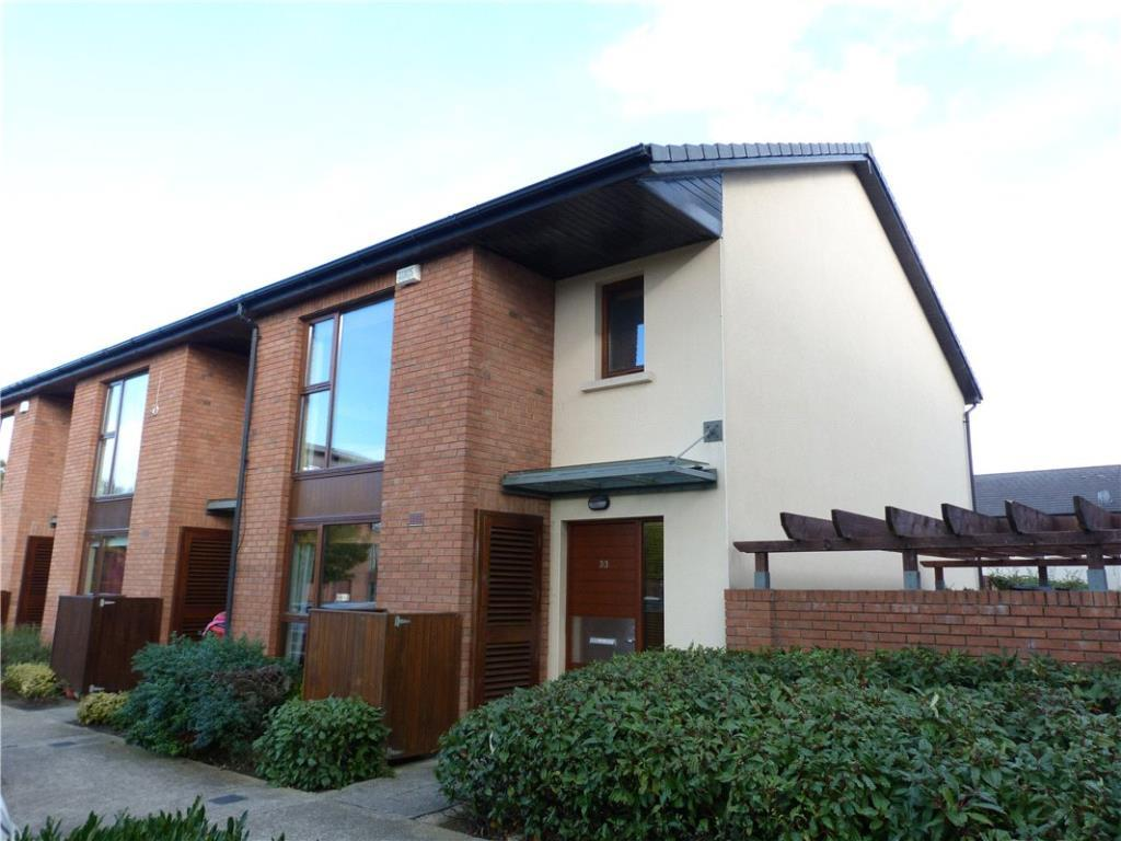 End of Terrace house for sale in 33 Castlegate Green...