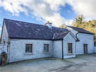 2 bedroom Detached house in Cottage On 1.8 Acres...