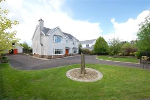 Detached property in 18 Carraig Aoil...