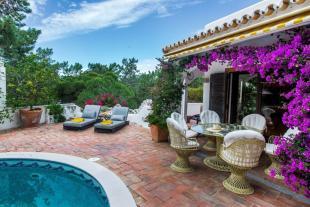 4 bed Villa in Vale do Garrao, Algarve...