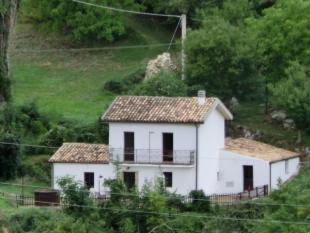 Detached house for sale in Villa Celiera, Pescara...