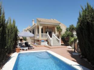 Detached Villa in La Zenia, Alicante...