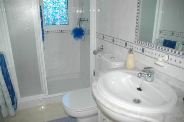 Bathroom ground floo