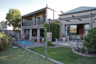 4 bedroom property in Melkbosstrand...
