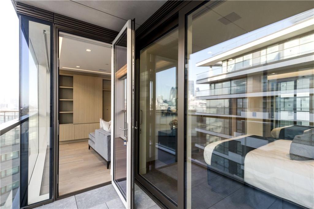 Se1:Balcony