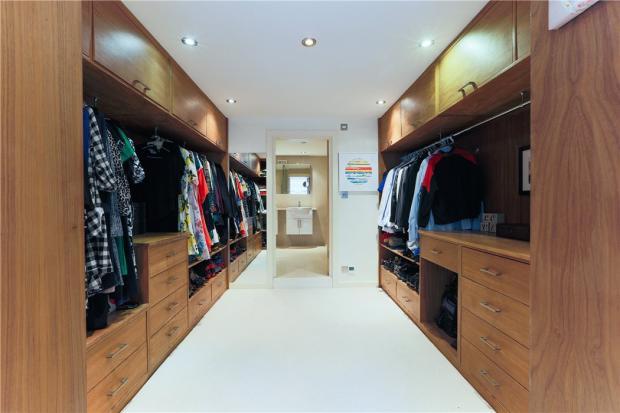 Se1: Wardrobe
