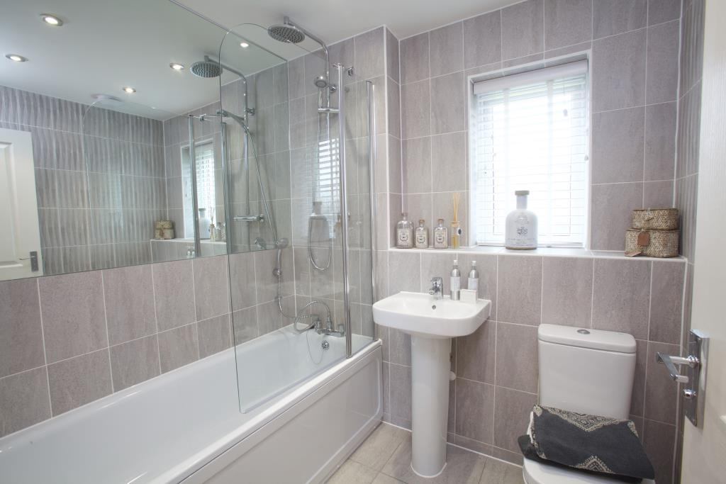 4 Bedroom Detached House For Sale In Fulbeck Avenue