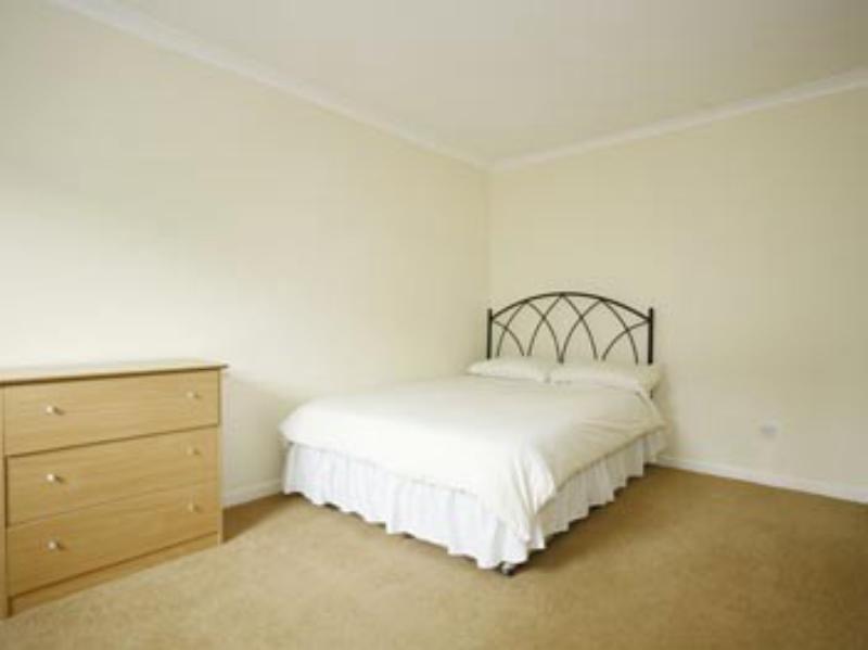 Esslemont Circle 61 Web bedroom