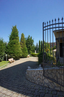 18 Garden Gates