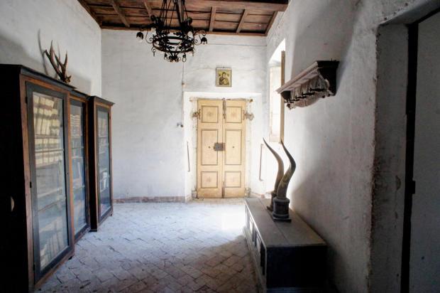 6 Entrance Hall