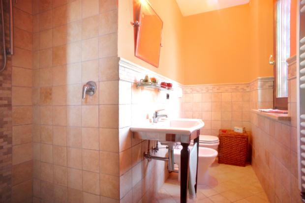 15. Ensuite Bathroom