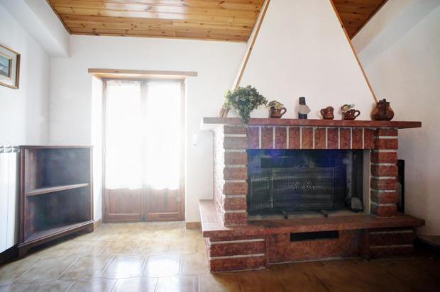 Living area-firepl.
