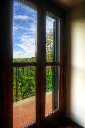 Door / upper balcony