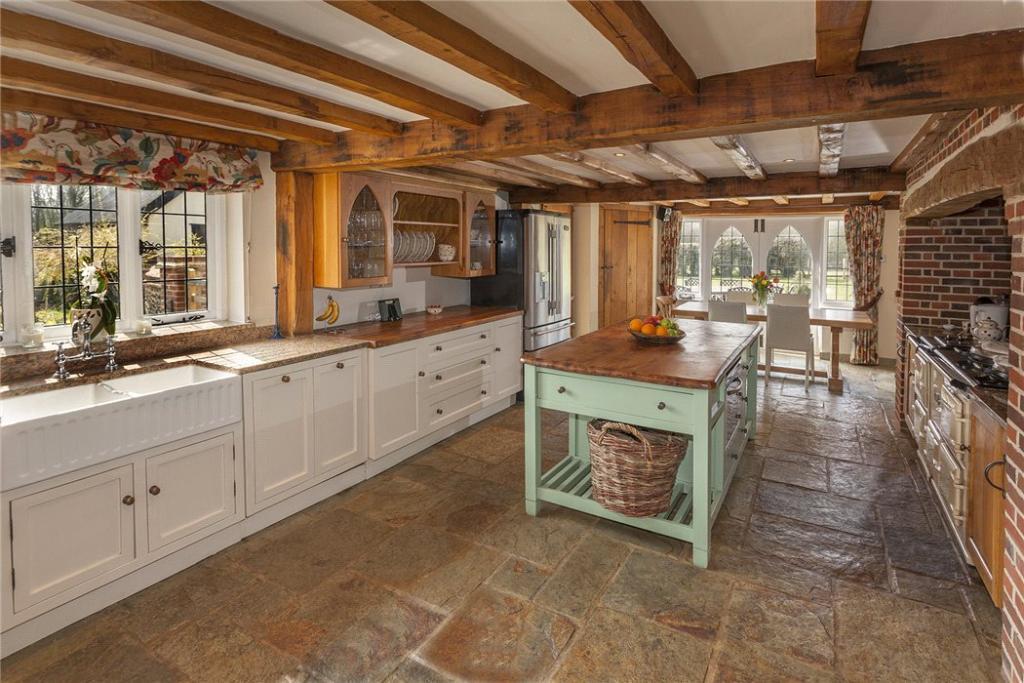 Extensive Kitchen