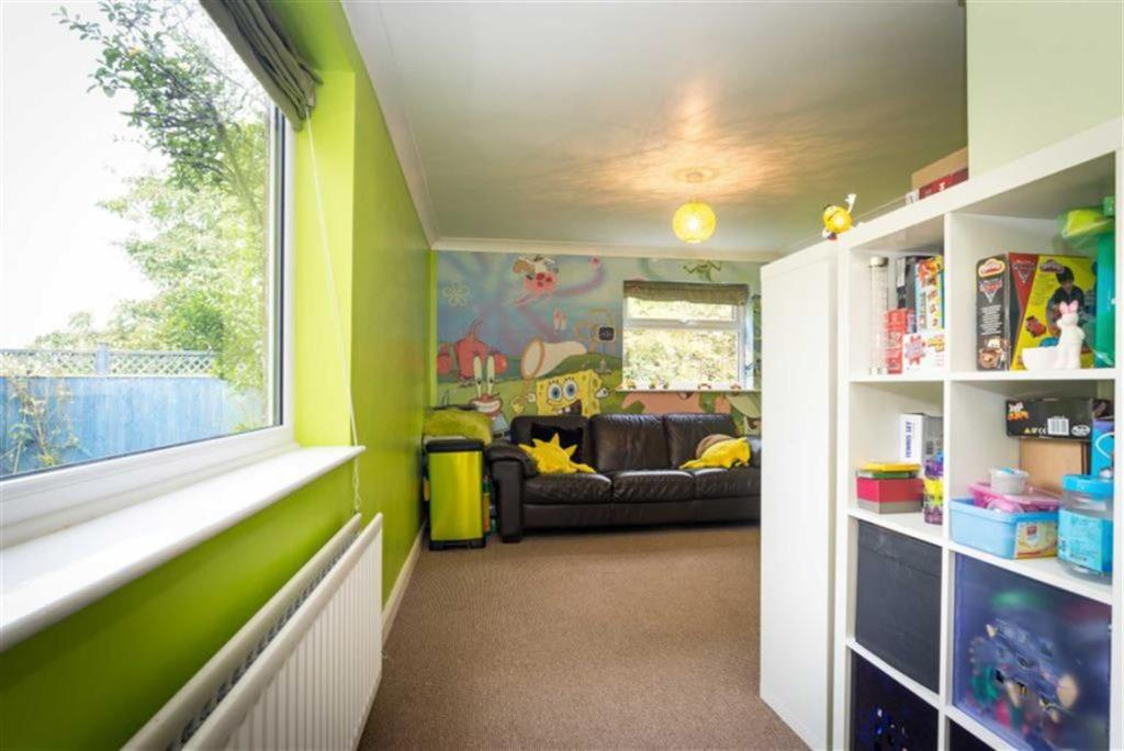 PLAYROOM/FAMILY ROOM