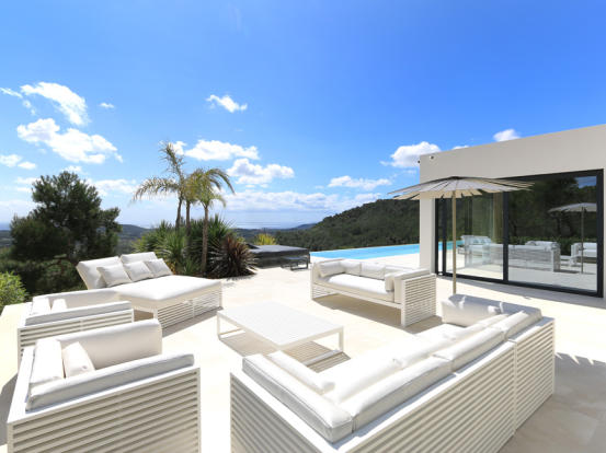 Terrace with beautiful views and privacy