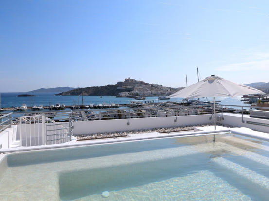 Rooftop terrace with views to Dalt Vila