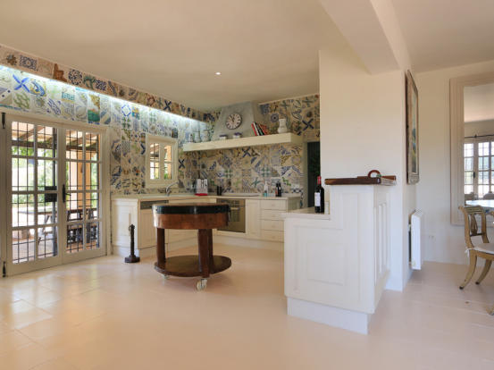 Kitchen with direct access to the terrace