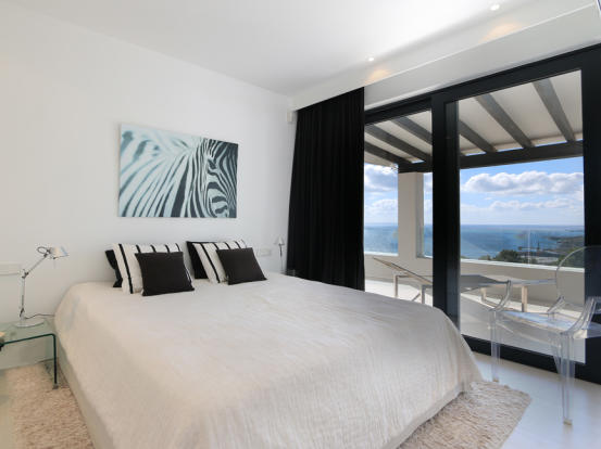 Bedroom with views to the sea