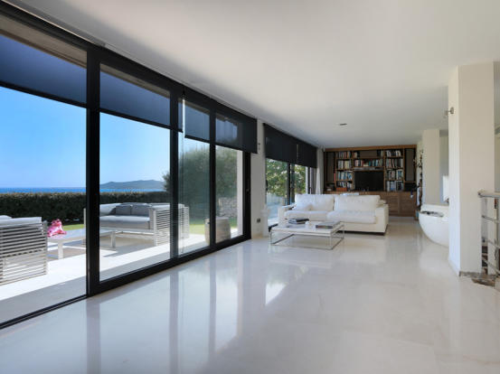 Living room with views to the terrace