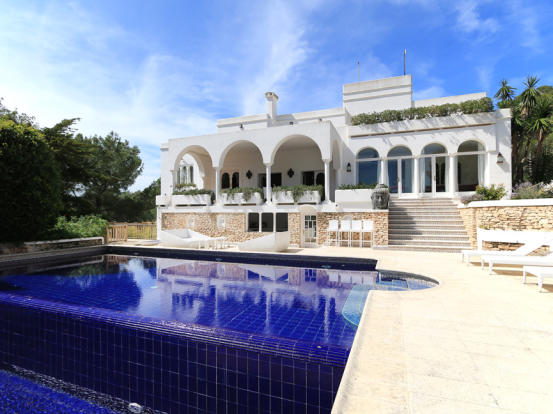 View of the house and pool