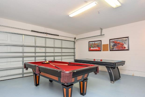 Garage-Games Room