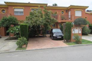 3 bed Town House for sale in Estepona, Málaga...
