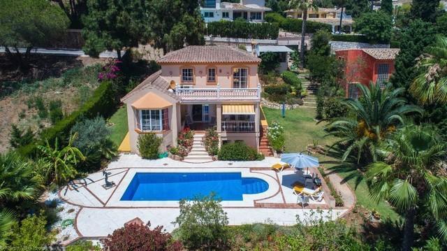 3 bed Detached Villa for sale in Calahonda, Málaga...