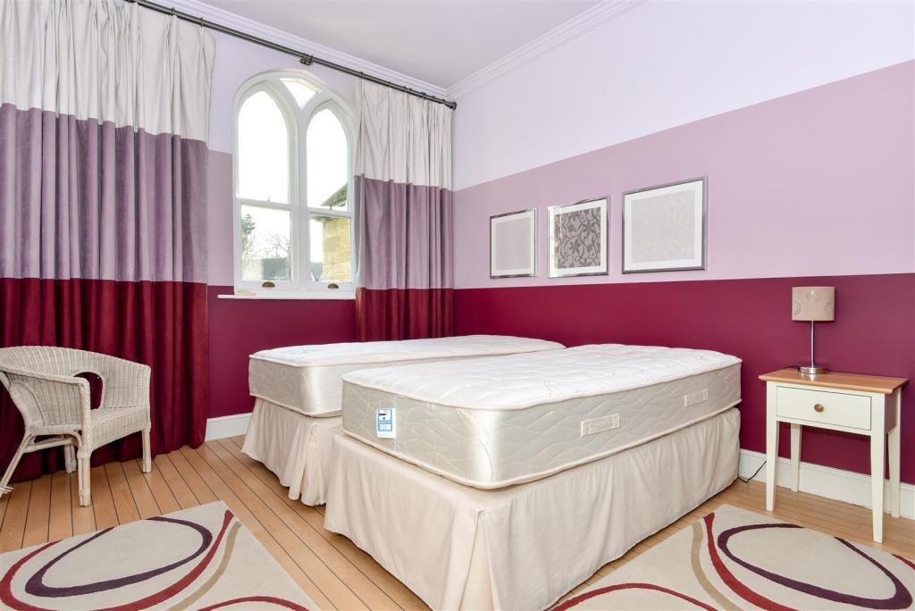 2nd Bedroom: