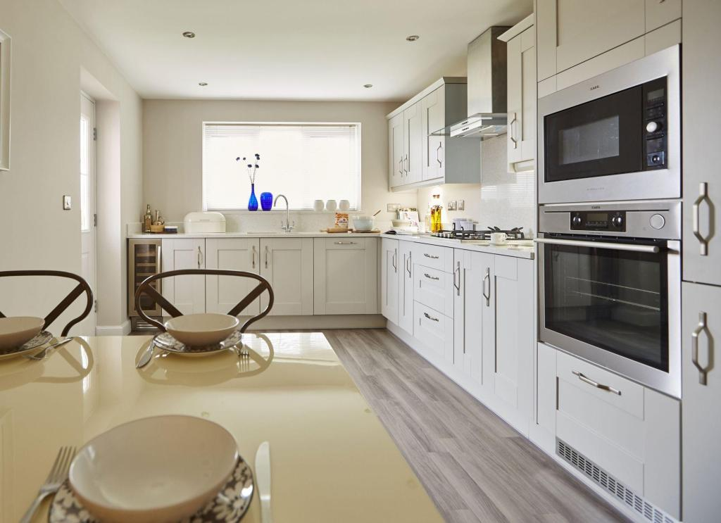 Typical Thame fitted kitchen and breakfast area