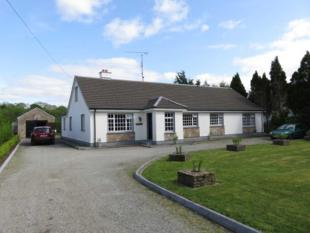 5 bedroom Detached house in Moin Bhan, Station Road...