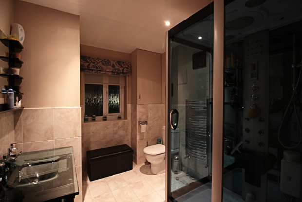 Bathroom (shower room)